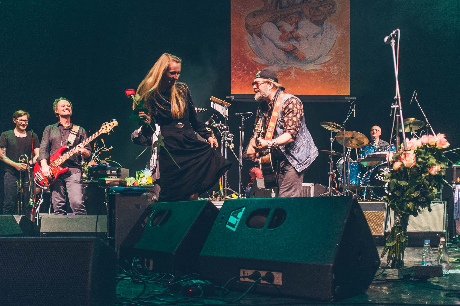 Таня танцует с Борисом Борисовичем под «Стаканы»