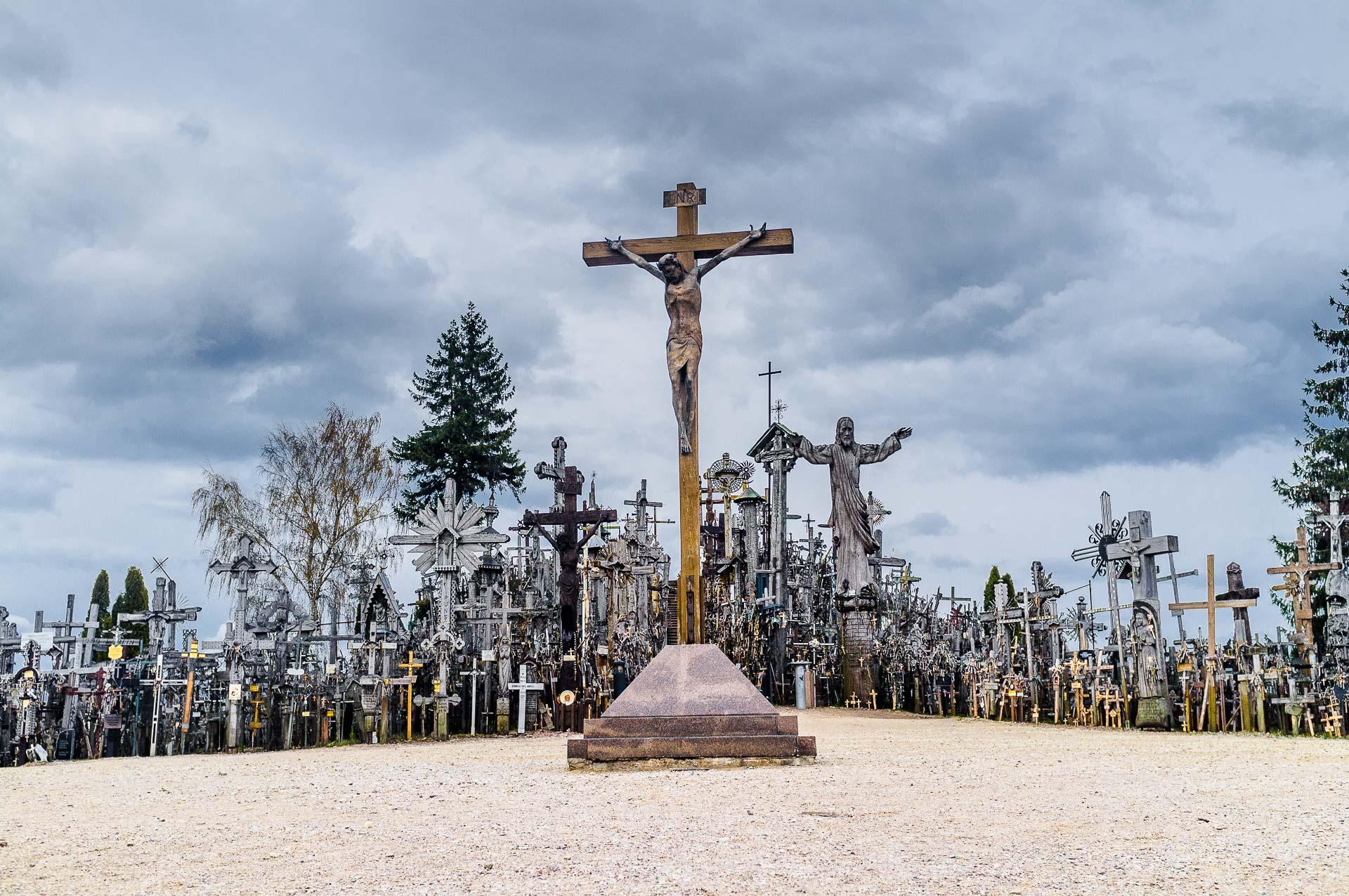 hill-of-crosses-002